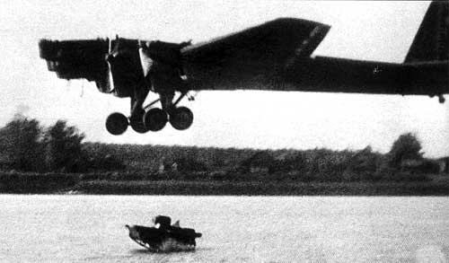 Сброс в воду плавающего танка
