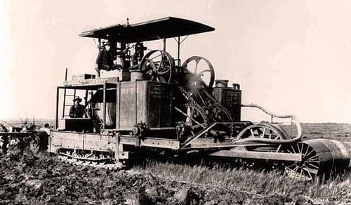 Первый гусеничный трактор Хольта